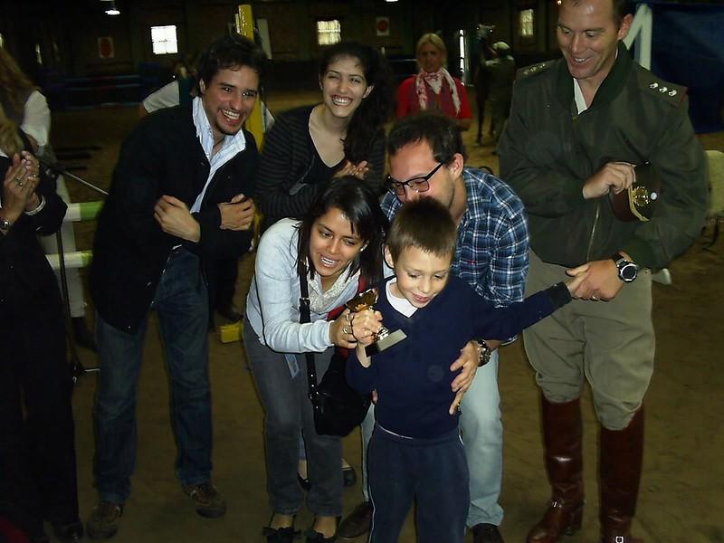 19 Rotaract Belgrano entregandopremios