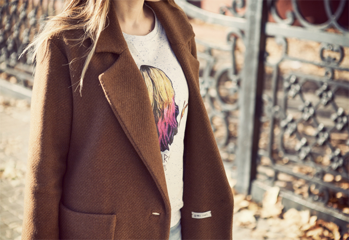 street style barbara crespo we are trending topic dear tee sweatshirt fashion blogger outfit