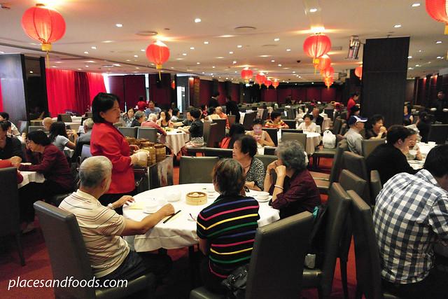 the eight restaurant crowd