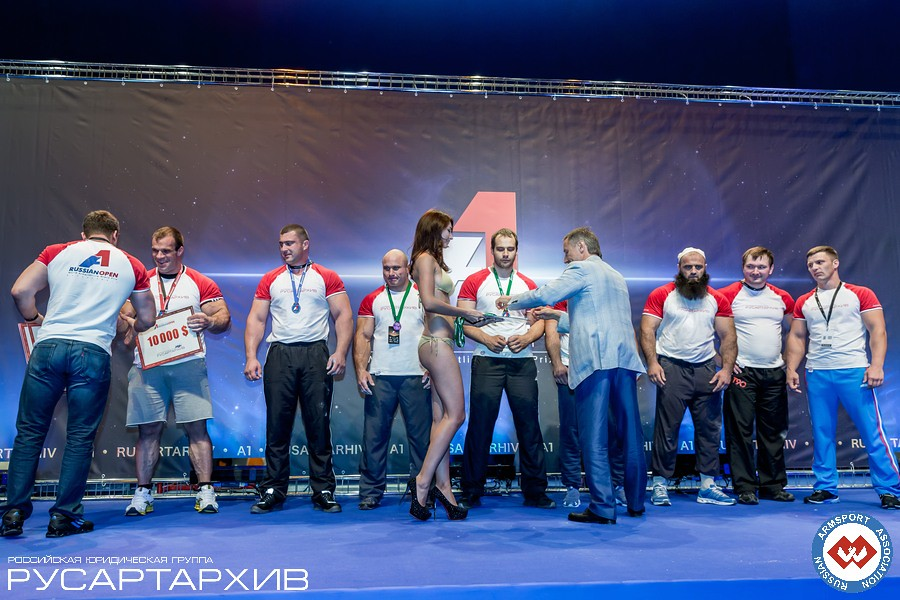 Alexander Filimonov giving the medals and Nicholas Mishta giving the prizes to the Absolute Class winners │ A1 RUSSIAN OPEN 2013, Photo Source: armsport-rus.ru