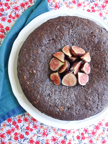 coconut molasses cake // fresh figs