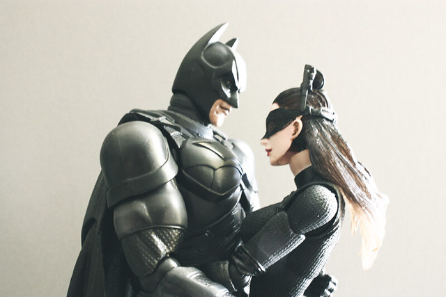 Play Arts Kai TDKR Trilogy – Batman/Catwoman