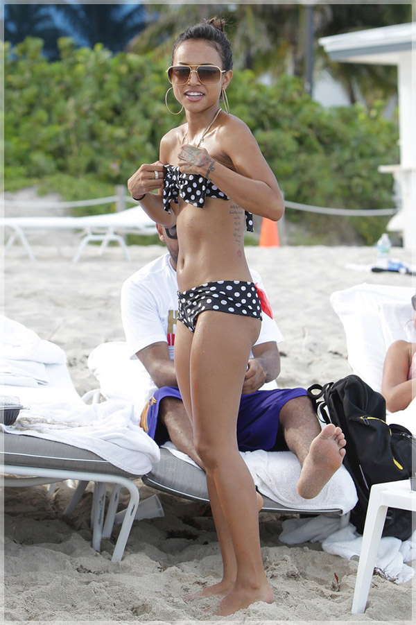 Karrueche-Tran-on-Miami-beach3