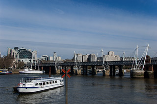 Vue sur le Hungerford Bridge et Golden Jubilee Bridges