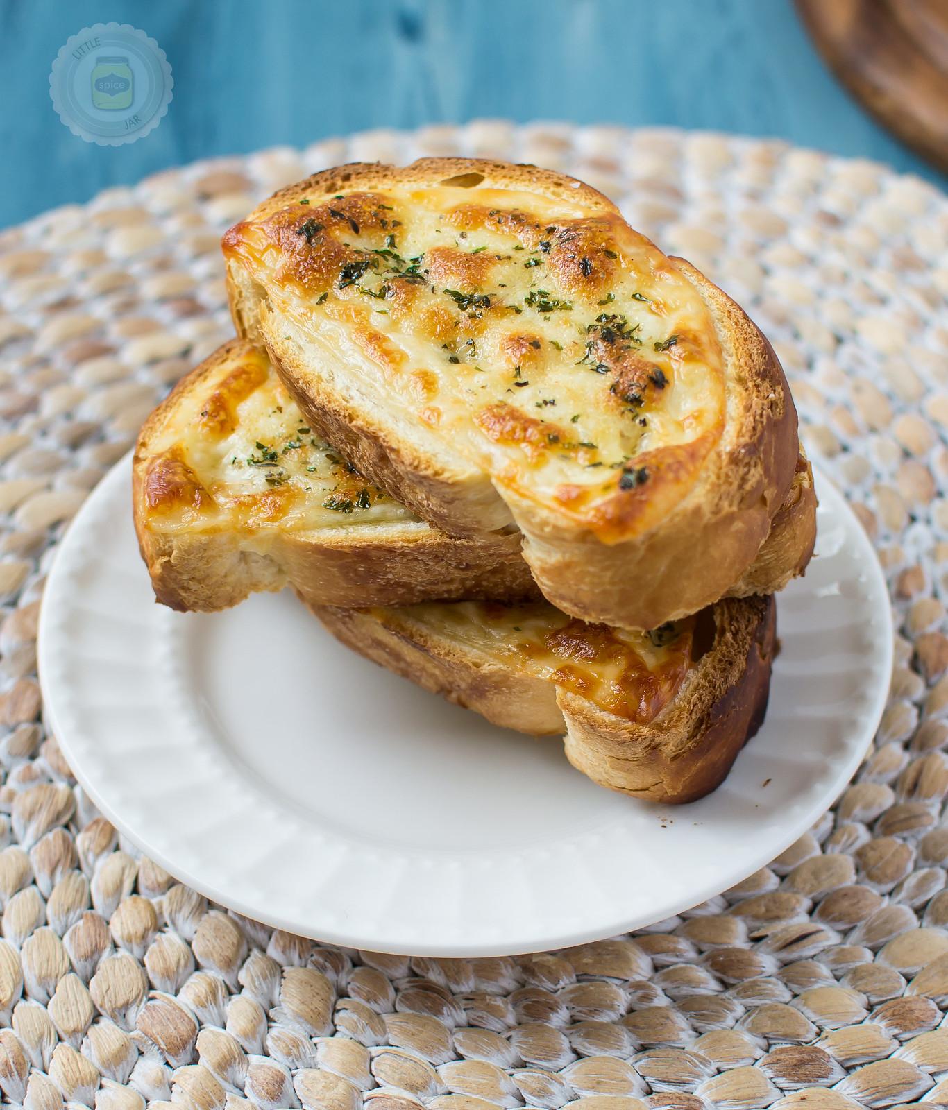 Easy Cheesy Garlic Bread Final Cropped