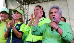 02/24/2017 - 16:59 - Los Ríos, 24 de febrero de 2017 (Andes).- Lenin Moreno candidato a la presidencia por Alianza Pais es recibido por simpatizantes en la provincia de Los Ríos. En la gráfica en el cantón Ventanas. Foto:Andes/César Muñoz