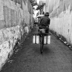 Cycling the small alleys in Kemang #jakarta #blackandwhite #monochrome #bnw #streetphotography #streetphoto #streetactivity