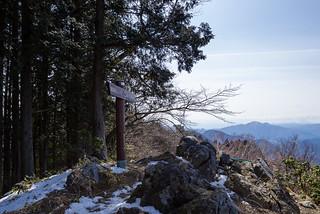 日向沢ノ峰・・・狭いですけど、ここで昼食