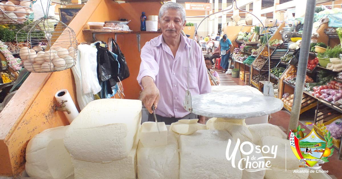 Comerciantes de Chone surten productos para la Semana Mayor