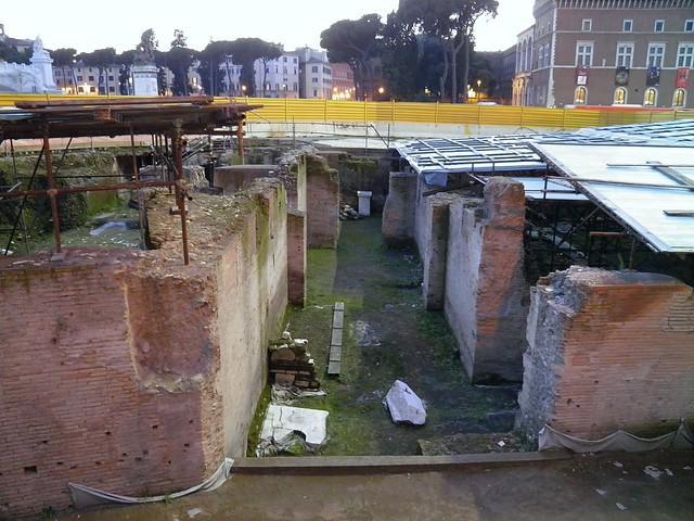 Hadrian's Athenaeum (arts centre)  in Piazza Venezia, Rome (02-2013)