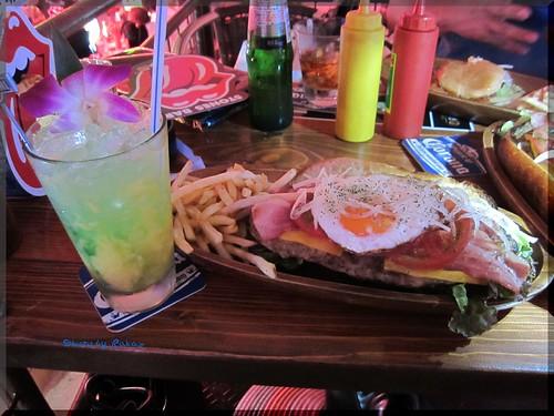 Photo:2012-08-03_ハンバーガーログブック_【本牧】Aloha Cafe 周年イベントで1パウンドバーガーにぱくついてきました。-02 By:logtaka