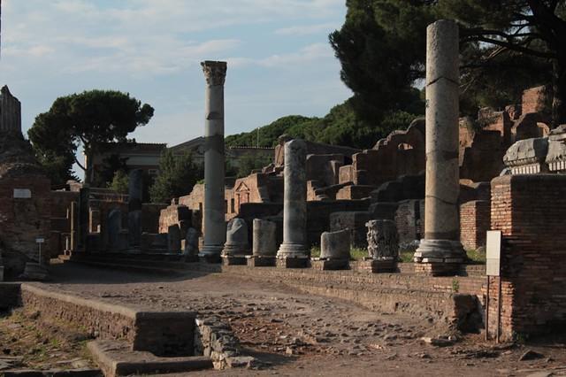 il colonnato e la sua imponenza