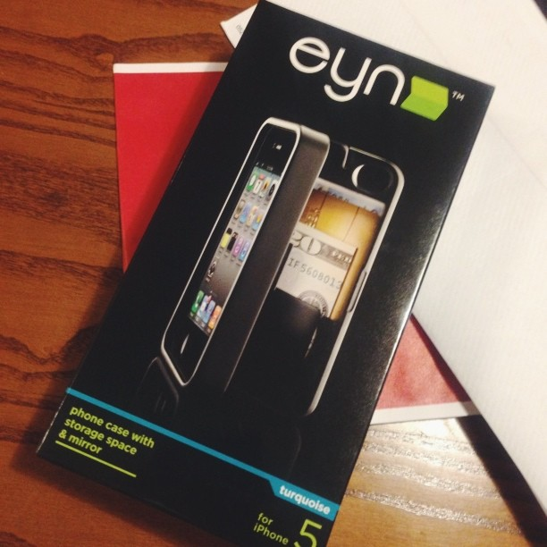 Look what came in today  #shanks is now pimpin' an #eynproducts turquoise case! It's a wallet/kickstand/mirror in one! #teamiphone #iphone5 #eyncase