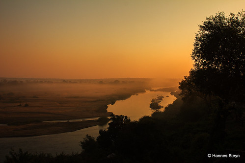 africa mist nature water sunrise canon southafrica landscapes scenery lodge rivers mpumalanga crocodileriver ngwenya 550d ngwenyalodge hannessteyn canon550d eosrebelt2i tamronsp2470mmf28divcusd