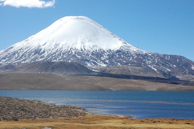 Laguna Chungará and Volcán Parinacota, Parque Nacional Lauca, Chile