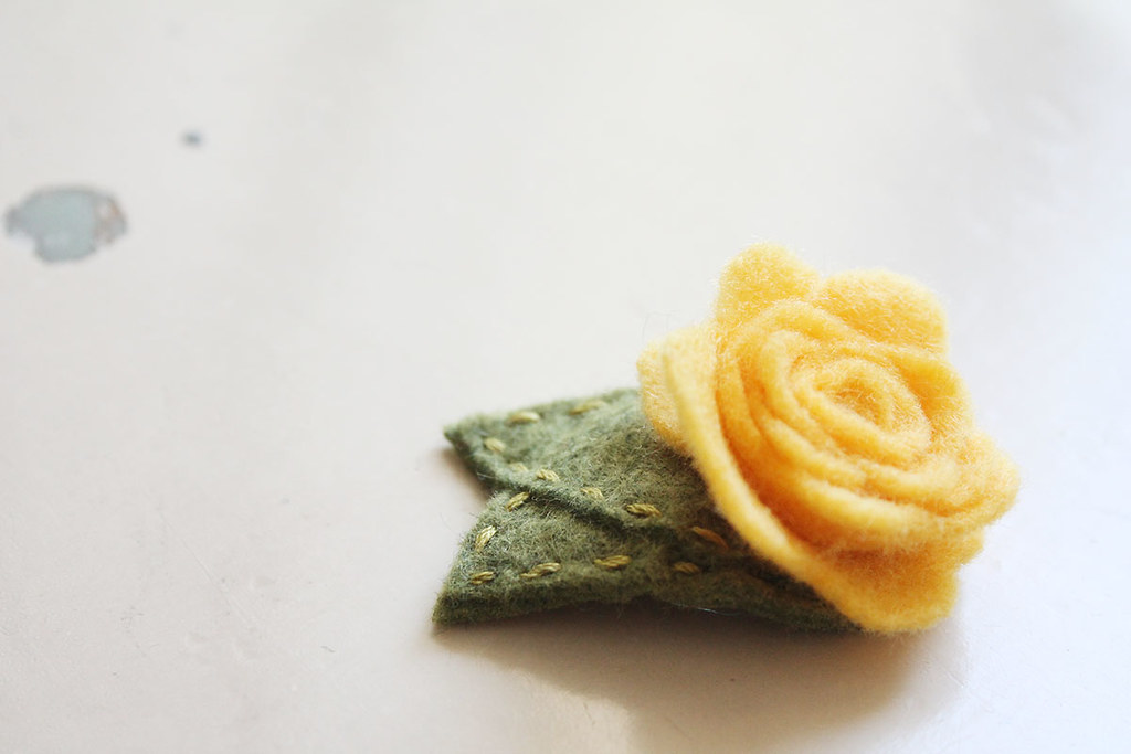 yellow rosie hair clip 3