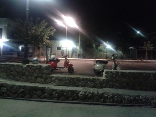#rotolandoversosud2013 vespando nella notte by manuelongo
