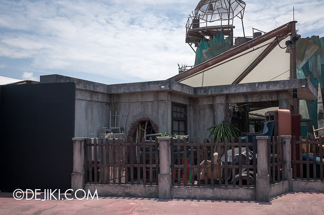HHN3 Before Dark 2 - Possessions House - Side view