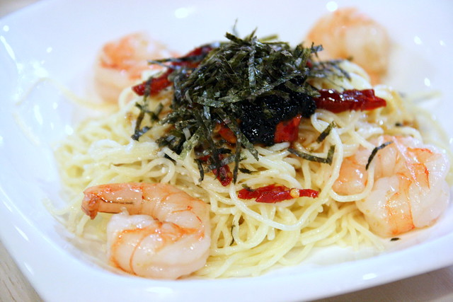Cold angel hair pasta with garlic prawns, sundried tomato and caviar