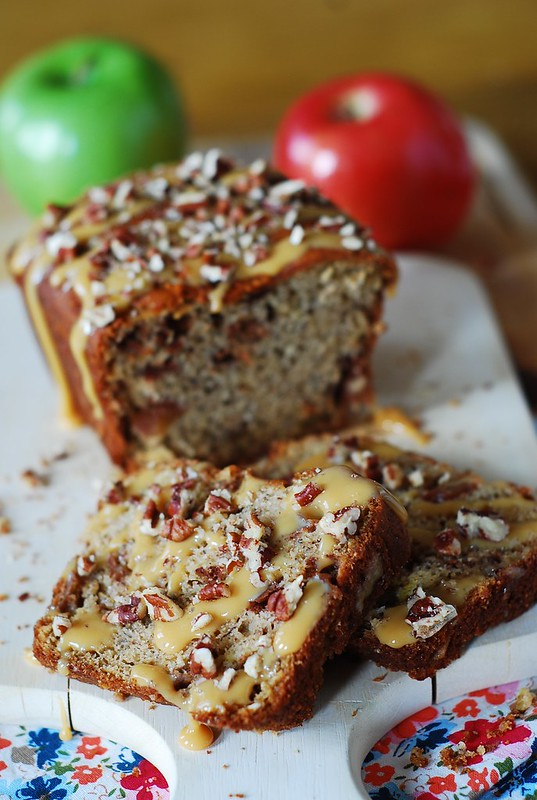Banana apple bread with caramel sauce and pecans, fall desserts, fall recipes, fall food, apple recipes, apple desserts, dulce de leche