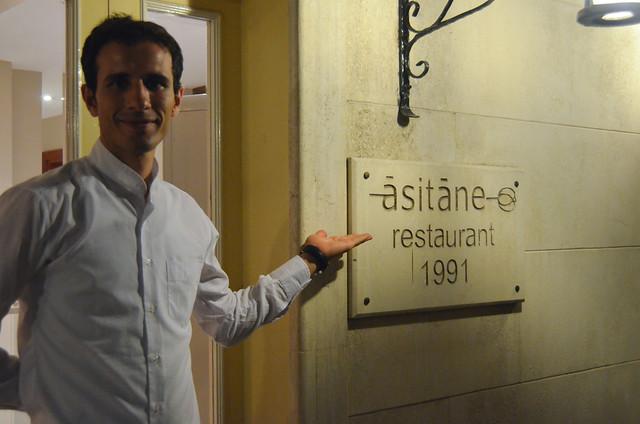 Camarero del restaurante Asitane en Estambul