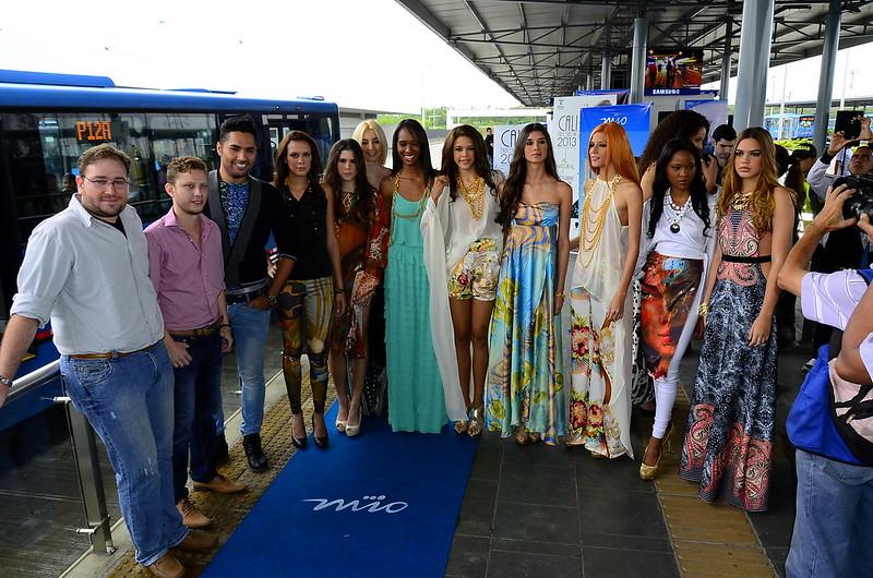 Caliexposhow 2013 con pasarela en la estación Andrés Sanín del MIO