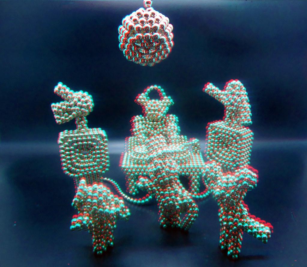 Penta-Bot-plays-DJ-7-in-3D