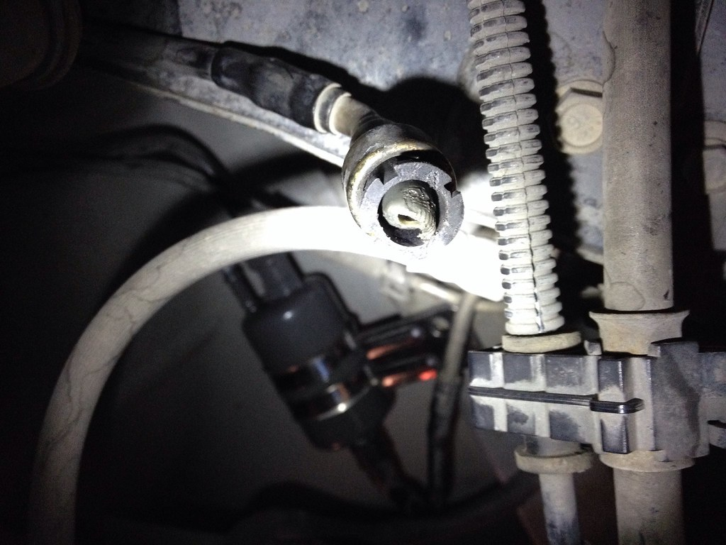 Help  Wj Fuel Filter Change  Broke Outlet Stuck In Line U0026 39 S