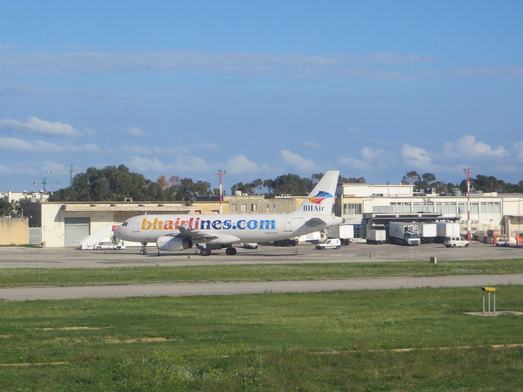 Malta (Valletta/Luqa) Airport (MLA / LMML) 11717962114_46a31f16ae_b