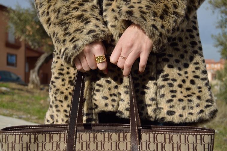 lara-vazquez-madlula-blog-fashion-golden-details-rings