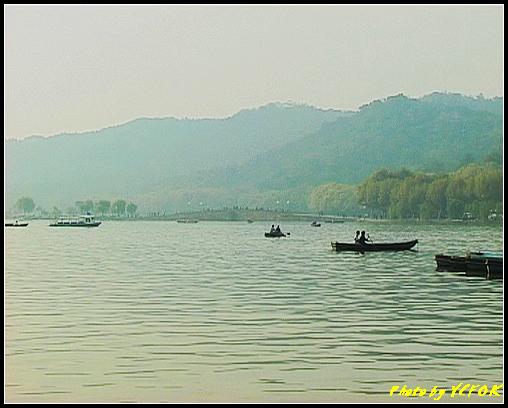 杭州 西湖 (其他景點) - 647 (湖濱路湖畔旁望向 西湖十景的(斷橋殘雪)斷橋)