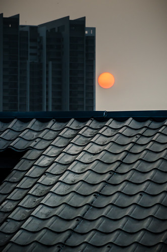 roof sunset sun building rooftop lines vertical composition pattern perspective telephoto layers leading ruleofthird ro3