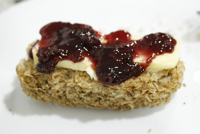 desayuno weetabix mantequilla con mermelada