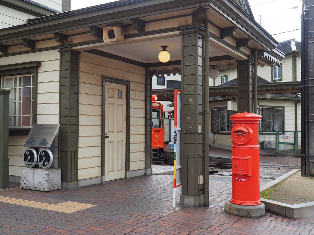 道後温泉駅の赤いポスト