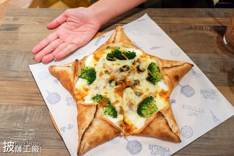 【新北市三重餐廳】大台北第一間!Pizza factory披薩工廠三重店,披薩 義大利麵 燉飯,三重適合聚餐的推薦