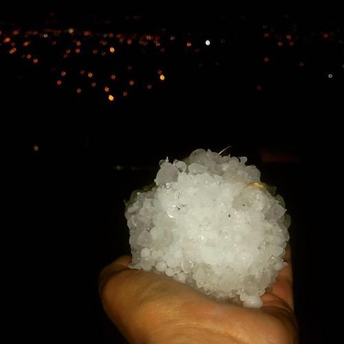 Así terminó mi noche! Alguien quiere echarse unas guerras? #Granizo #Ice #Rain