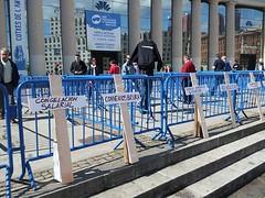 #autoexplotacion Creus pels damnificats del sector#salonauto a concentració de CGT Metall a Barcelona 18/5/2013