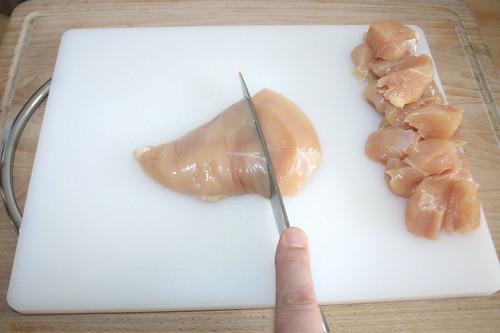 23 - Hähnchenbrust in Würfel schneiden / Dice chicken breast