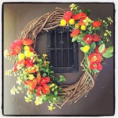 decor(0.0), branch(0.0), picture frame(0.0), flower arranging(1.0), flower(1.0), floral design(1.0), floristry(1.0), wreath(1.0),