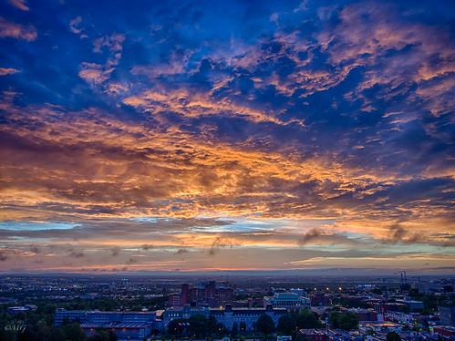 show clouds twilight colours montréal dusk montreal couleurs ciel suburbs nuages crépuscule aftertherain oratory banlieue oratoirestjoseph spectacle oratoire strates aprèslapluielebeautemps olympusm12mmf20 olympusem5