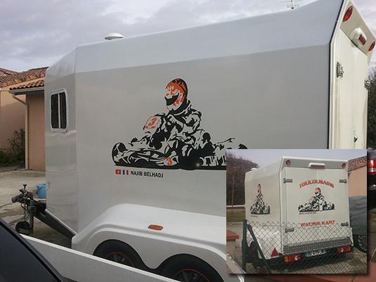 Création et pose des stickers sur une remorque de karting.