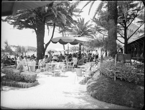 Esplanada da Praia do Tamariz by Arquivo Histórico Municipal