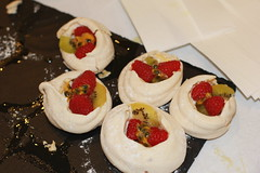 hors d'oeuvre, pavlova, baked goods, food, dish, canapã©, dessert, cuisine,