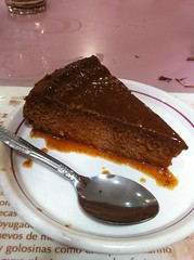 chocolate cake, ganache, chocolate pudding, baked goods, sachertorte, flourless chocolate cake, food, dish, chocolate, cuisine,