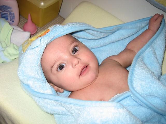 Bagnetto al neonato: quando farlo e come amica mamma