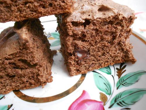 шоколадный бисквит крупно