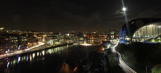 Full moon on the Quayside