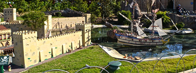 Legoland, Florida - Miniland - pirates and forts