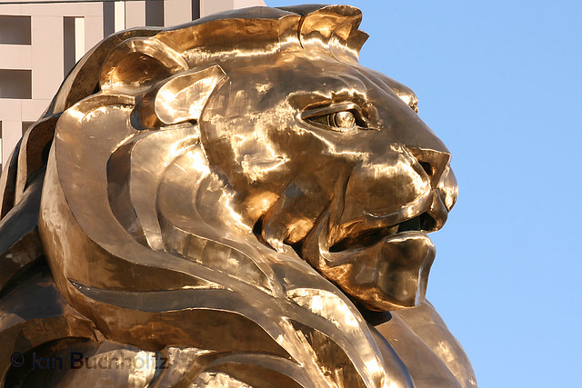 Mgm lion statue las vegas nevada flickr photo sharing for Garden statues las vegas nv