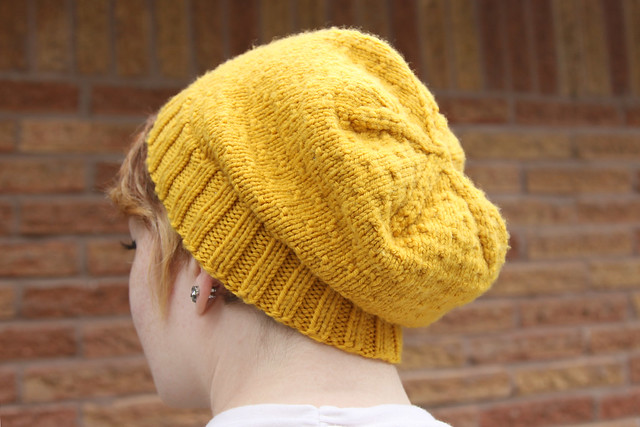 knitted jul hat in mustard yellow